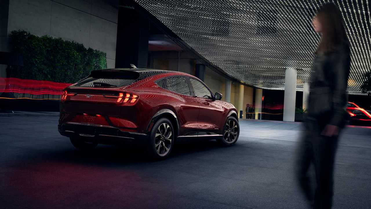 2020-ford-mustang-mach-e (2)