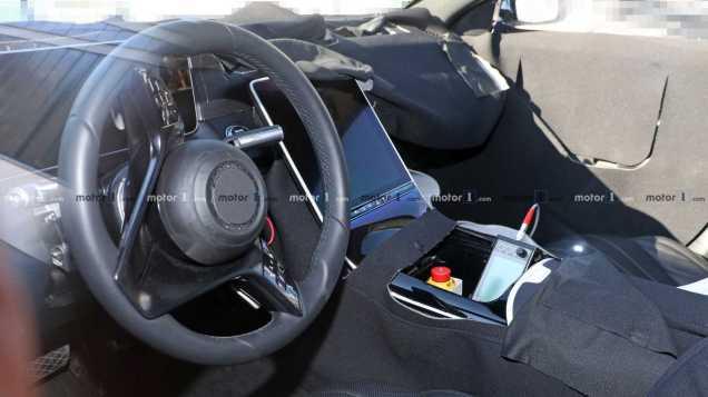 2020-mercedes-s-class-interior-spy-photo (1)