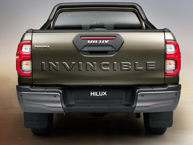 HILUX-detail-rear-full