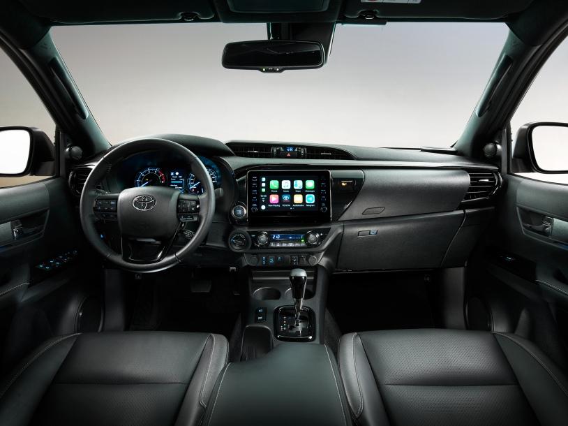 HILUX-interior-full-dash