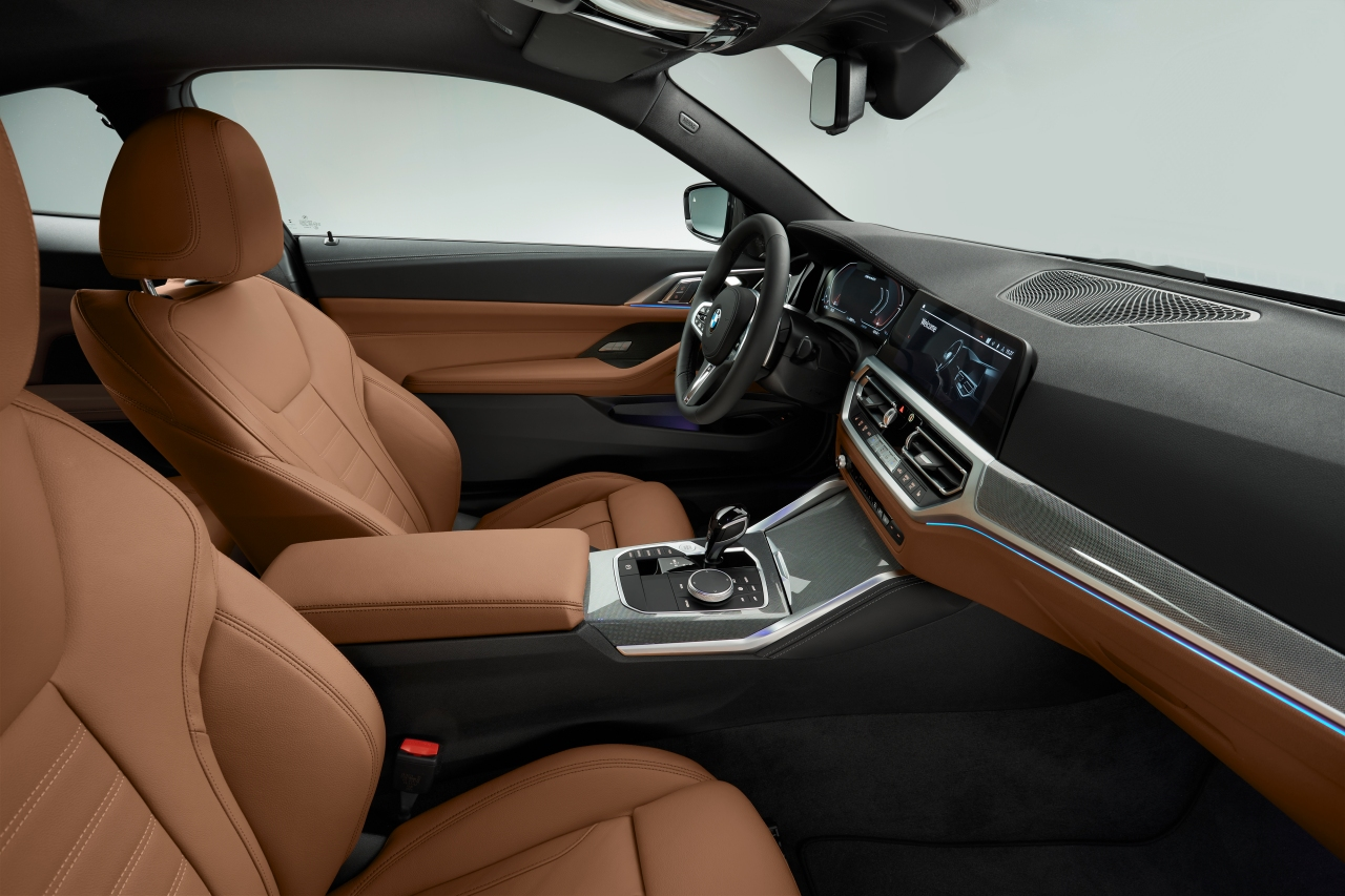 P90390054_highRes_the-all-new-bmw-4-se