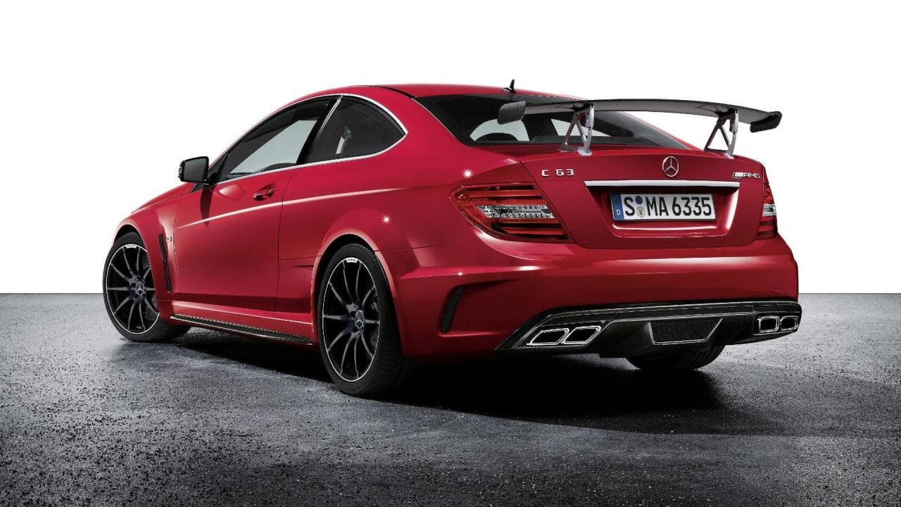 2011-280218-2012-mercedes-c63-amg-coupe-black-series-24-11-20111