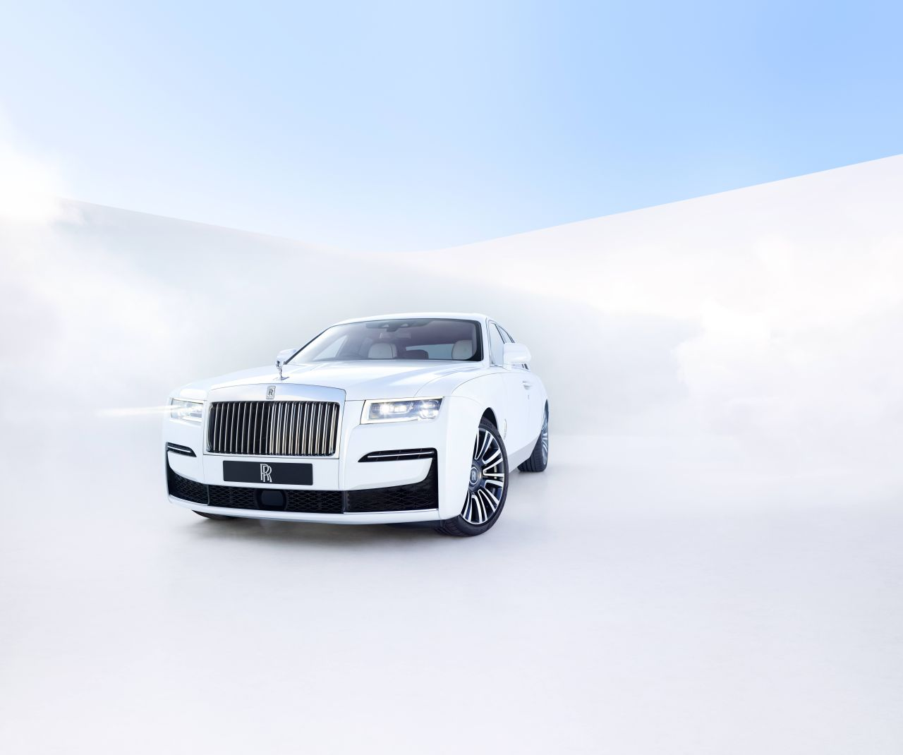 """The New Rolls-Royce Ghost Appears With A """"Post Opulent""""Embodiment"""